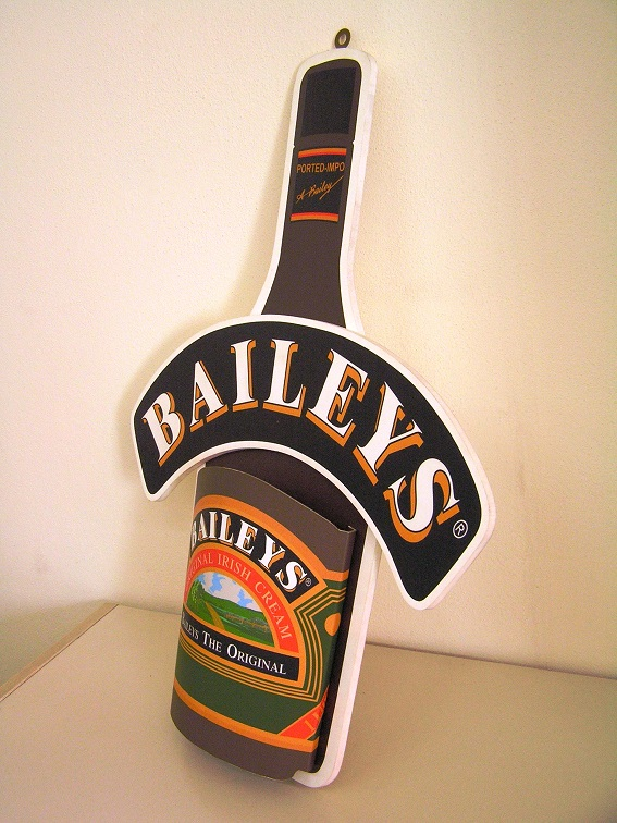 flag design espositore Baileys